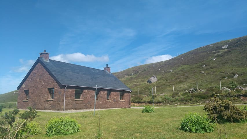 Cosy, remote, peaceful cottage in Wester Ross