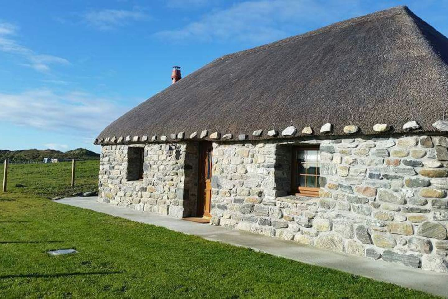 Beautifuly renovated family Thatched Cottage
