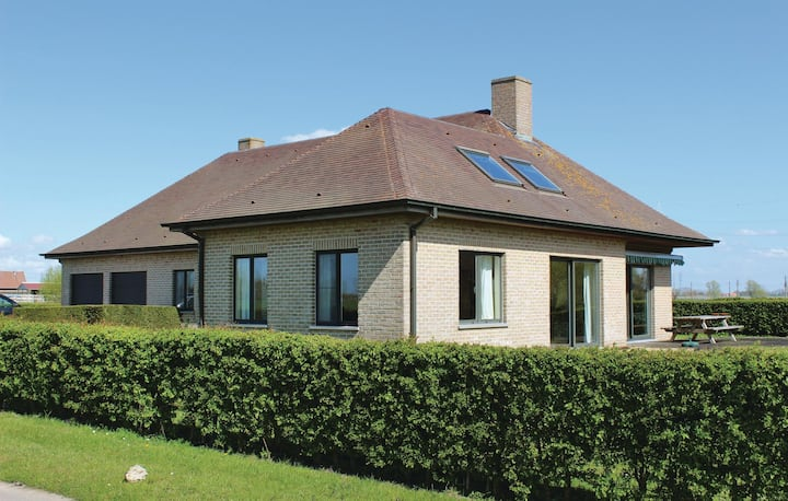 Awesome home in Diksmuide with WiFi and 3 Bedrooms