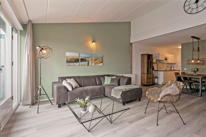 """Appartement 4 p. Pal aan zee. """"Casa Sunny Balcony"""""""