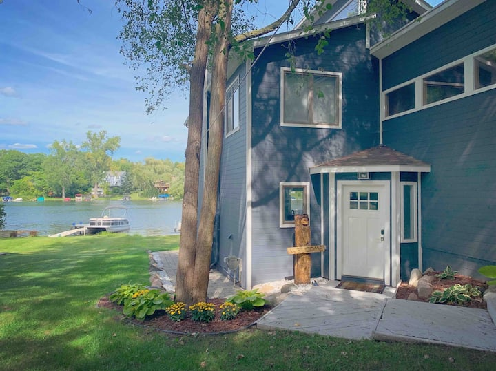 Lakefront Luxury Living in West Bloomfield