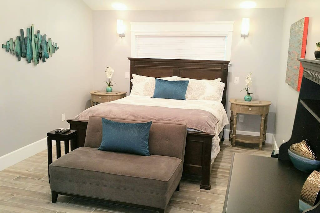 """""""The place is so gorgeous, immaculately clean, and the bed was super comfy!!! They have thought of every detail."""" Shelly"""