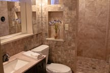 Double shower and bathroom