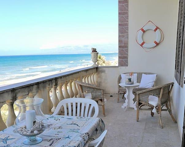 AL054A Appartamento in spiaggia 8 posti con vista - Alcamo - Flat