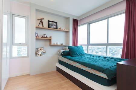 Top-Floor 1BR Condo Near Khaosan - Huoneisto