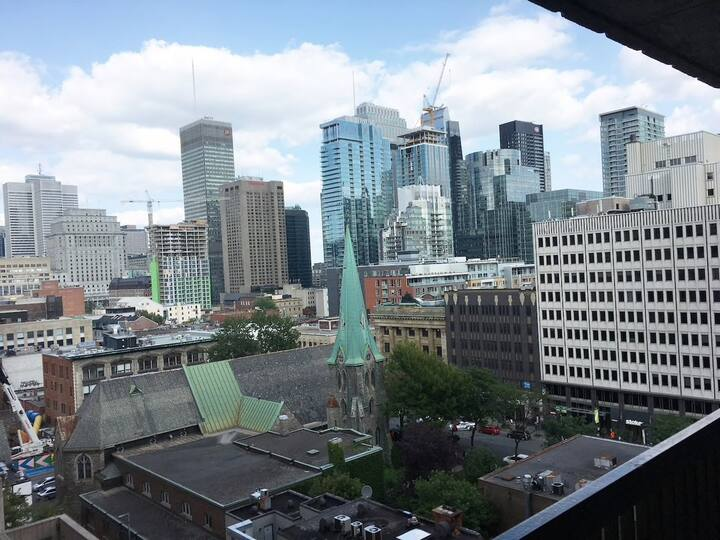 Outstanding Views/Location in Downtown Montreal!