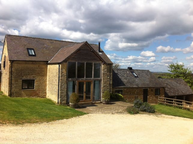 Secluded Cotswold barn conversion 2 - Barton-on-the-Heath