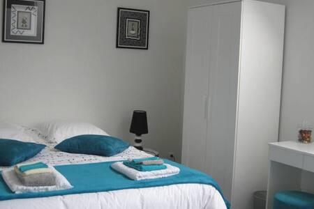 Chambre avec salle d'eau privative - Pontorson - Hus