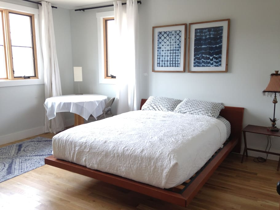 Immaculate sun-filled room, platform bed and cotton bedding.