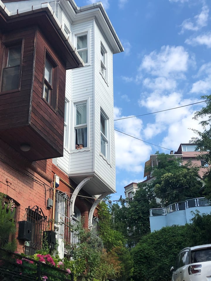 4Storey historic wooden townhouse at the Bosphorus