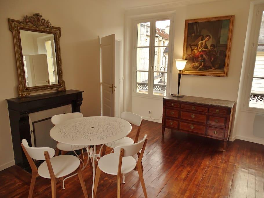 deux pi ces charme proche ch teau wohnungen zur miete in versailles le de france frankreich. Black Bedroom Furniture Sets. Home Design Ideas