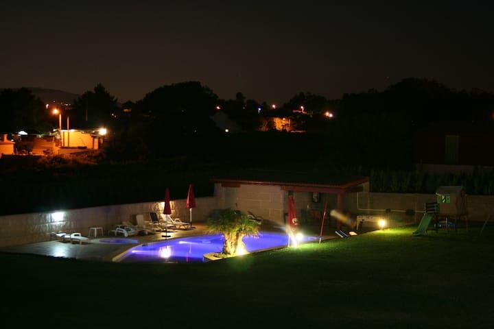 Casa muy amplia y cómoda con piscina - Sanxenxo - House