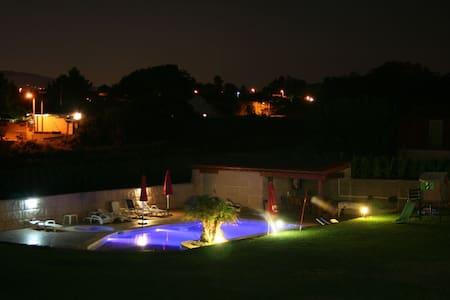Casa muy amplia y cómoda con piscina - Sanxenxo