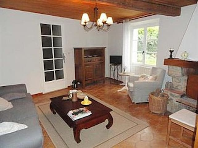 Pretty French house, idyllic location with garden - Peyrefitte-du-Razès - Huis