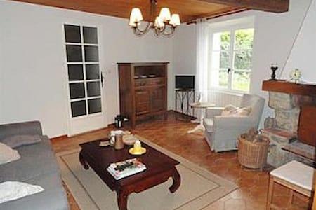 Pretty French house, idyllic location with garden - Peyrefitte-du-Razès - บ้าน