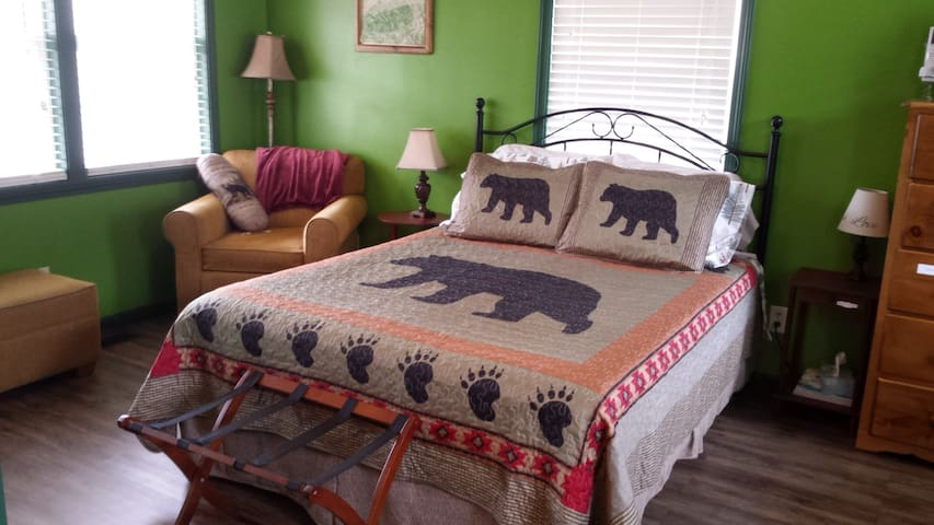 Enjoy a good night's sleep in the comfy queen size bed. Hotel quality linens provided.