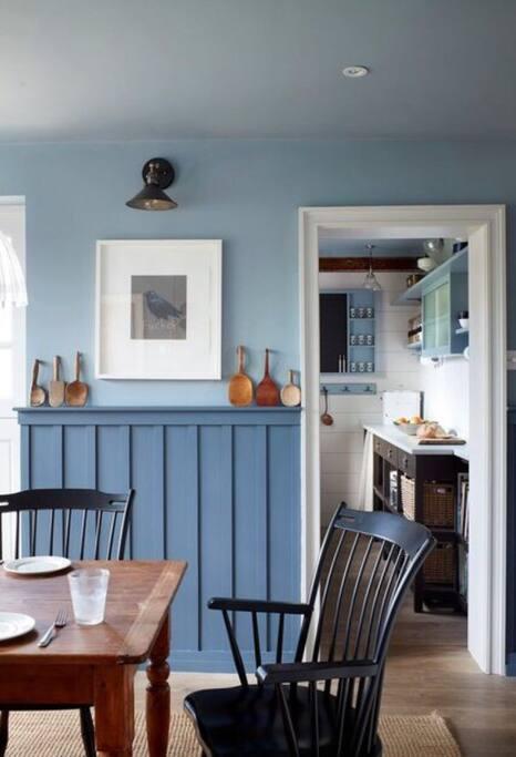 Breakfast/ dining room