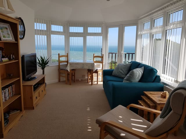 Sail Away - Ventnor apt with spectacular seaviews