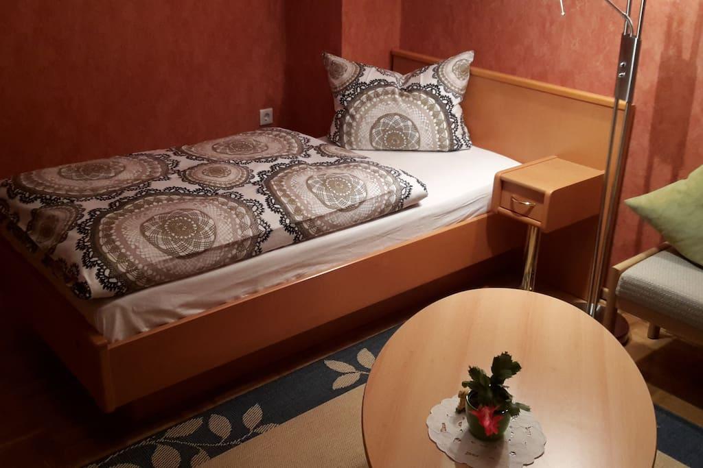 Zweites Bett für ruhigen und erholsamen Schlaf, Federkernmatratze 90 x 190