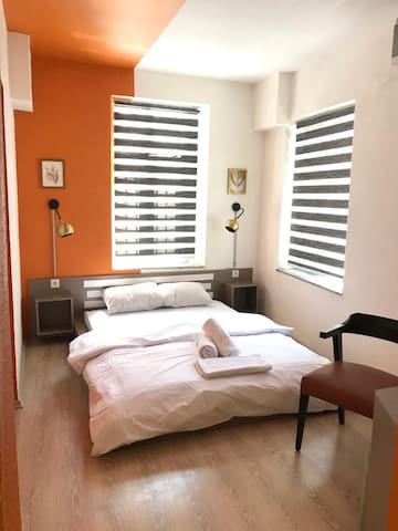 Modern Rooms in Great Location Teodori Suites No#2