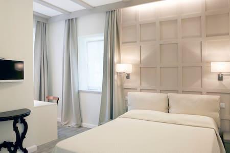 Relais Torre dei Torti Camera B - Cava Manara - 家庭式旅館