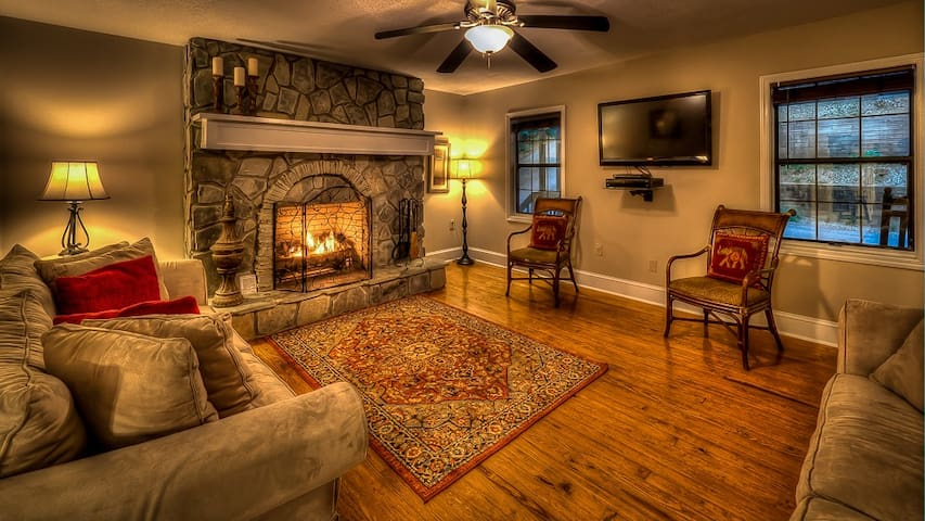 Firefly Lake House- Pet Friendly | Lake Front Home | Screened Porch