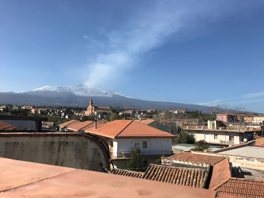 Vista dell'Etna dal terrazzo principale View of Etna from the main terrace