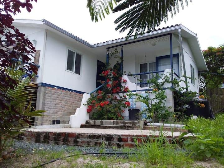 Casa independiente,playa Punta Prieta-Jama Manabi
