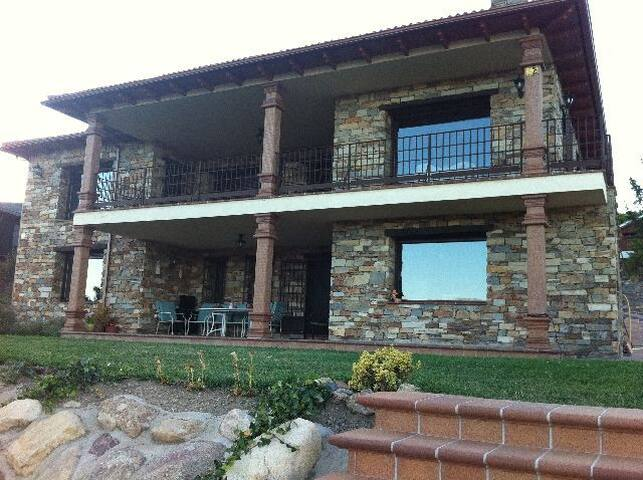 Casa chalet en Lozoya,  de 500 M2 - Lozoya - Dağ Evi