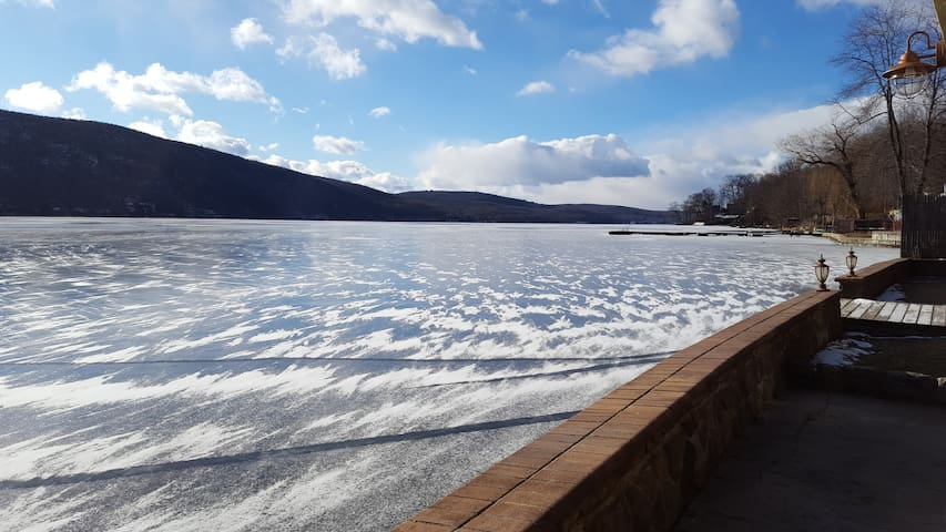 Lakefront 2 Bedroom Suite - Greenwood Lake