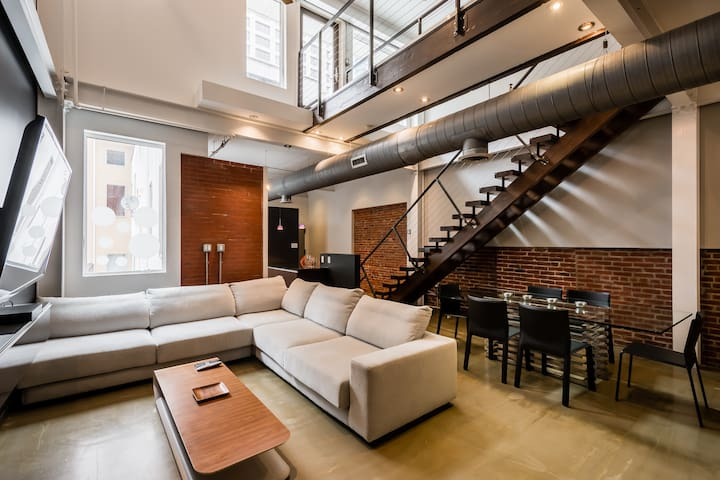 Gorgeous Center City Penthouse w/Private Roof Deck