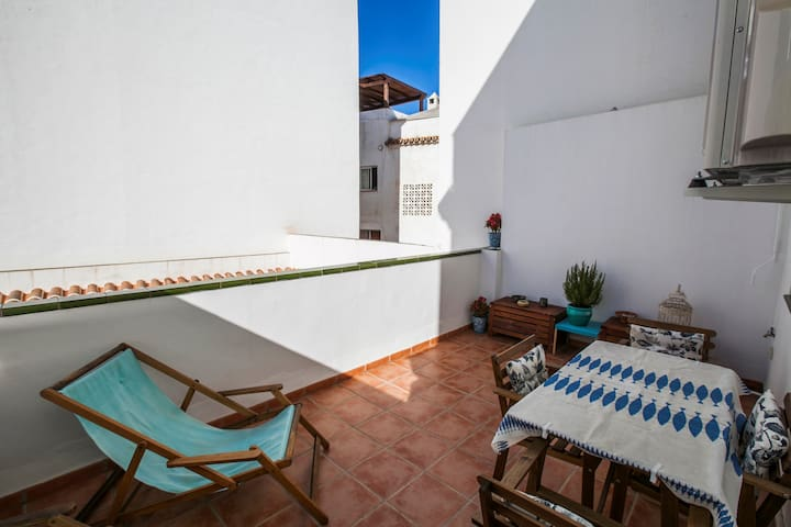 Lovely studio with private terrace Calle Granada