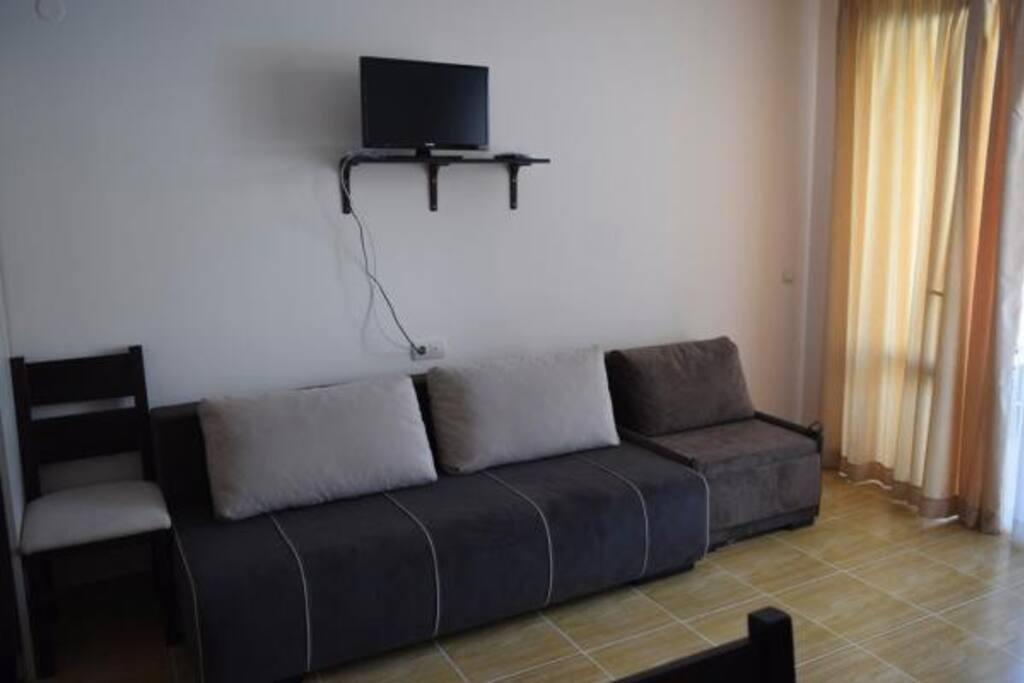 Второй диван и кресло