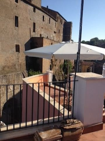 The Castle on my Terrace - Calcata Vecchia - Rumah