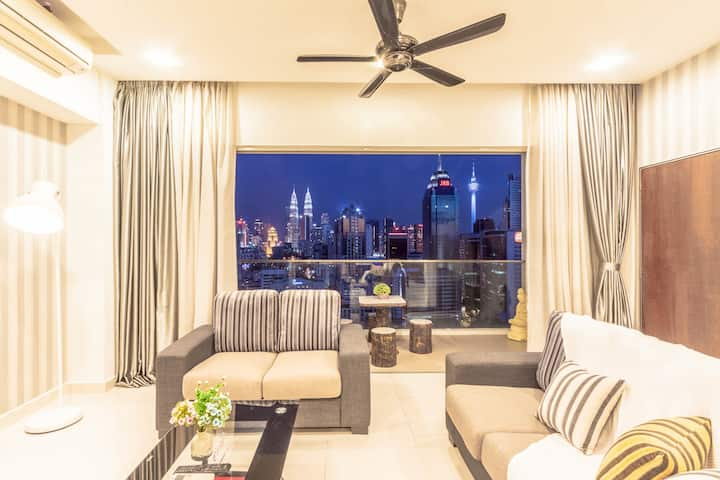 (D) Private Room in 4BR Apartment with KLCC View