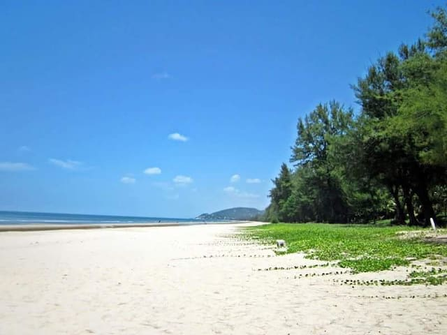 Huahin condo sea view & golf court Baan View Viman