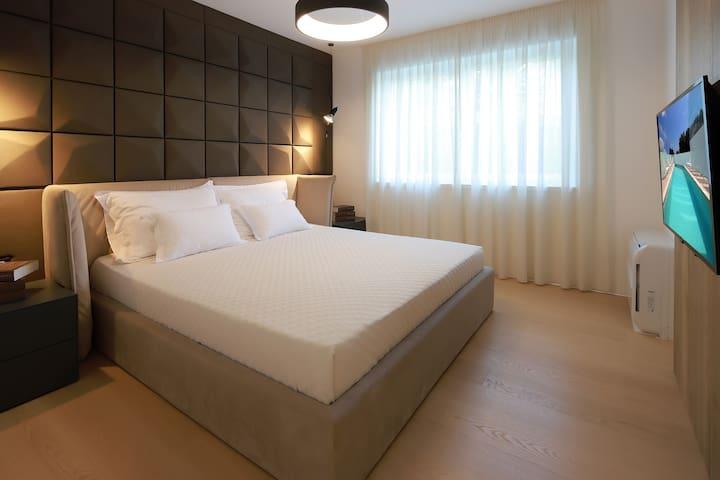 Bedroom - double bed -TV - AC unit