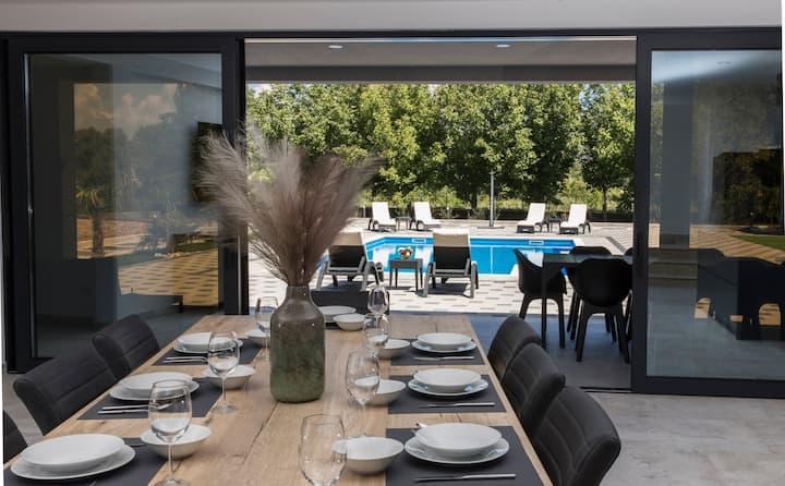 Ljubuški: luksuzna kuća s bazenom