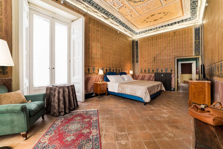 Historical, Luxury Hidden Gem | B&B Suite Costanza