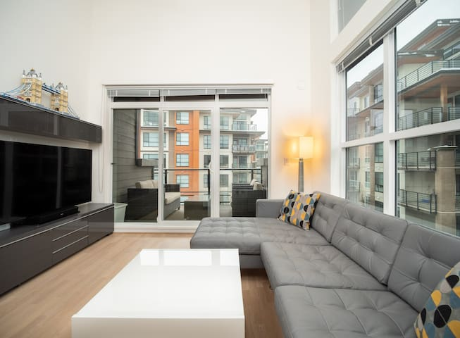 Ultimate 2bed-2bath Penthouse in UBC w/ Parking