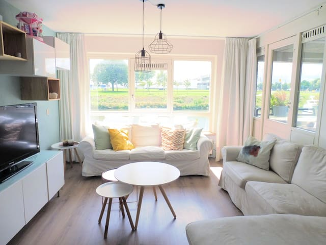 Sunny and cozy 2-bedroom apartment in Delfshaven