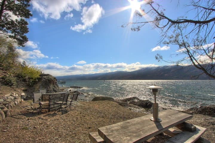 Private Waterfront Carriage House - Peachland - Pensió