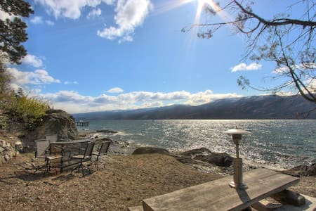 Private Waterfront Carriage House - Peachland