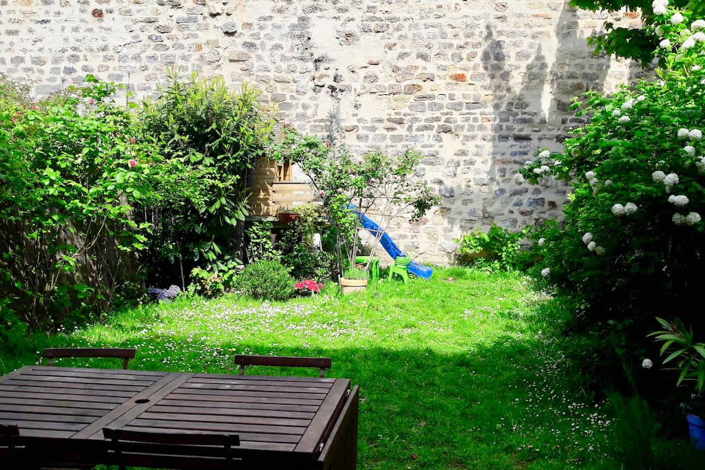Maison et jardin buttes chaumont maisons louer paris le de france france for Maison du jardin paris