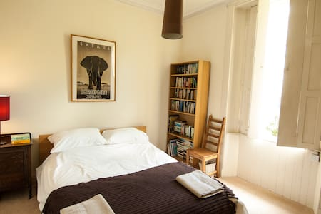 Traditional, central 2 double-bedroom property - Apartamento