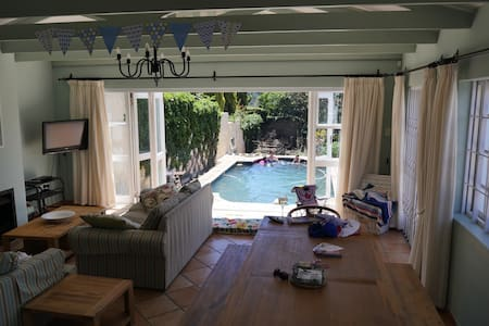 Toad Hall -  Spacious pool house, two bedroooms - Port Elizabeth - Maison