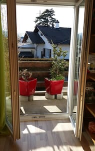 Chambre ensoleillée avec balcon - Courtételle