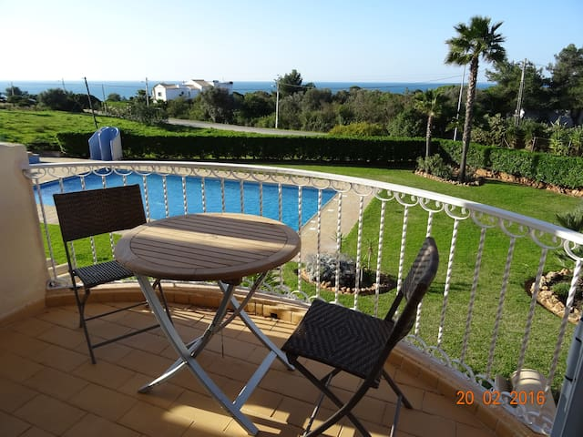 "Apartment in Carvoeiro, near ""Marinha beach"", sea view and quiet"