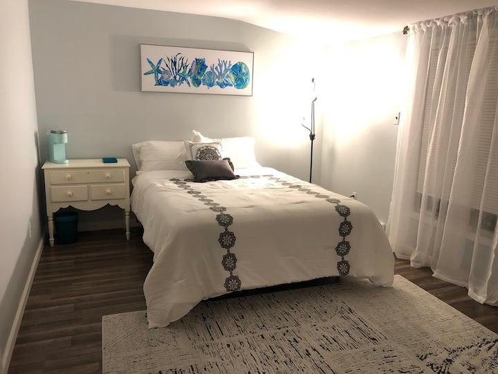 Cozy & Conveniently Located (B)