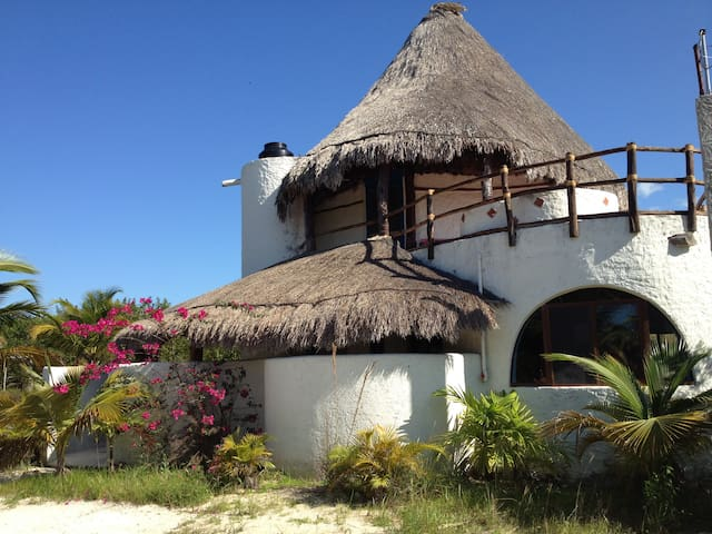 Enchanting Casa de Los Angeles, steps to the beach - Holbox - House